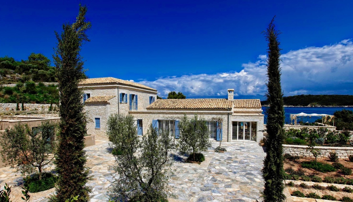 GREECE_SOTHEBYS_INTERNATIONAL_REALTY_CORFU_EMERALD_BAY_L01