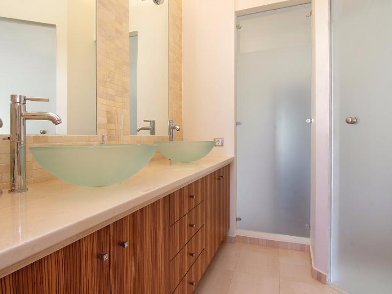 MASTER BATHROOM 1D